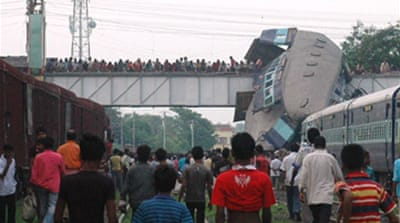 Scores dead in India train crash