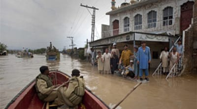 Thousands cut off in Pakistan flood