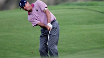Kuchar holds lead in fog-hit PGA