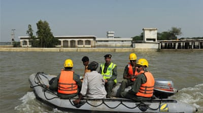 Floods hamper Pakistan aid effort