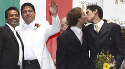Mexico court backs gay marriages