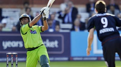 Pakistan lift gloom to level series