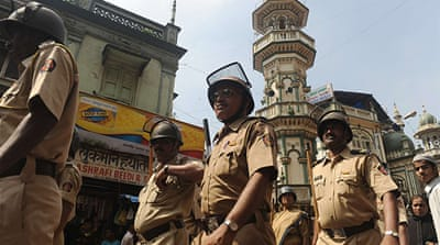 Mumbai manhunt over 'terror plot'