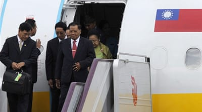 China hosts Myanmar military leader