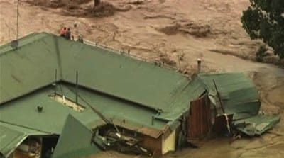 Thousands flee Brisbane flooding