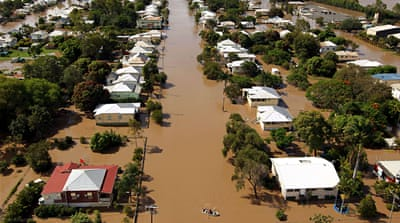 Australia begins flood aid airlift