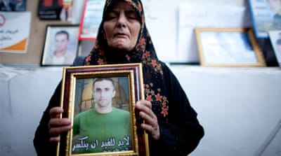 Palestinian families await prisoner exchange