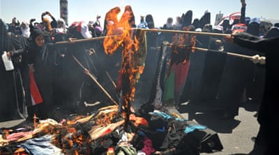 Yemeni women burn veils in crackdown protest