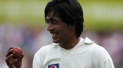 Disgraced Amir returns to Pakistan