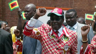 Mugabe scoffs at calls to retire