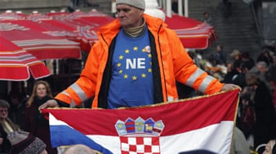 Croatia signs treaty to join EU in 2013