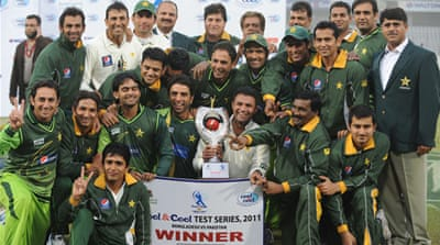 Pakistan beat darkness to claim series win