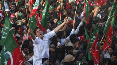 Thousands rally for Pakistan's Imran Khan
