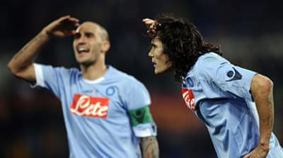 Napoli stay in sight of Milan