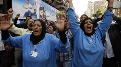 Army urges Egyptians to end strikes