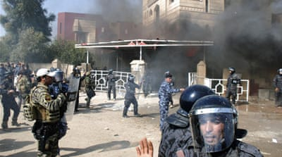 Iraqis attack government offices