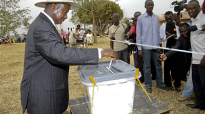 Uganda leader takes early poll lead