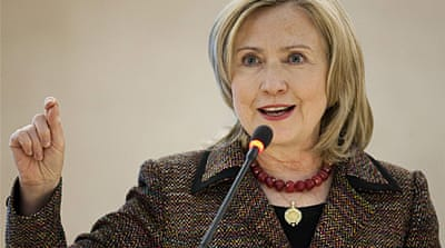 Clinton urges Gaddafi to step down