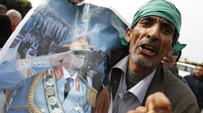 Gaddafi's forces battle rebels
