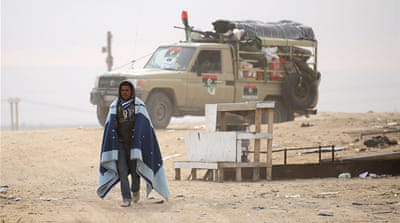 Libyan rebels flee Gaddafi advance