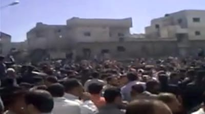 Syria protesters torch buildings