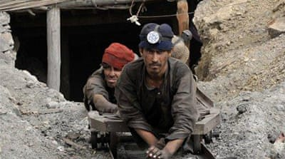 Mine blast traps dozens in Pakistan