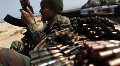 Gaddafi troops force rebels to retreat