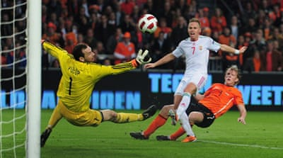 Dutch close in on Euro qualification