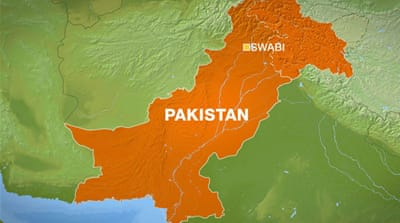 Suicide bomber kills 13 in Pakistan
