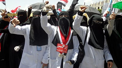 Yemeni women protest over Saleh criticism