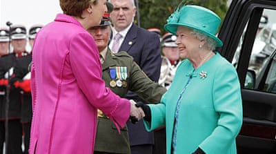 UK queen visits Ireland despite bomb scare
