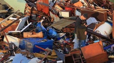 US rescue crews scour tornado wreckage