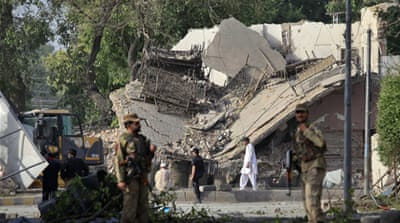 Suicide blast hits Pakistan police station