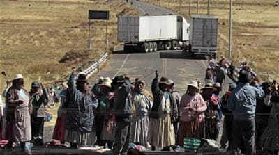 Demonstrators paralyse Peruvian border town