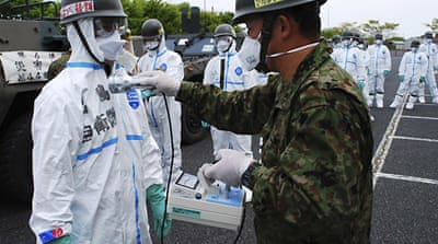 Workers enter Japan reactor building