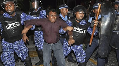 Police block protests in Maldives