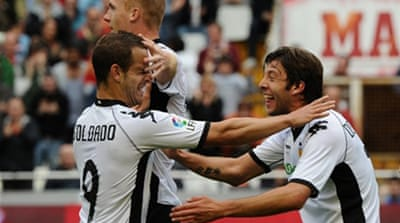 Valencia strengthen their place in third