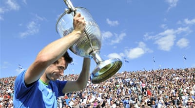 Murray fights back to win at Queen's