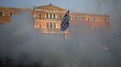 Greek debt default fears persist