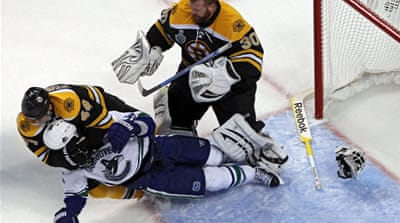 Bruins dominate Canucks to level series