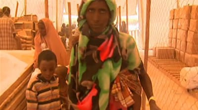 Displaced Somalis pour into refugee camps