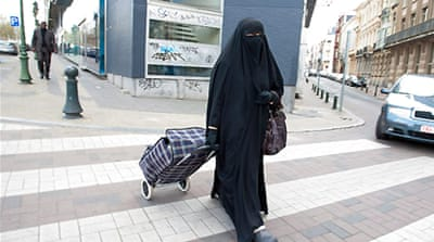 Belgium ban on face veil comes into force