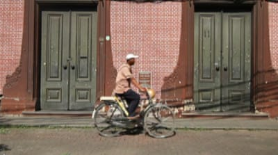 Indonesian bicycle taxis face uphill battle