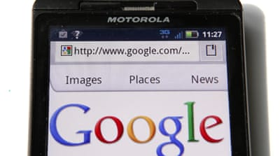 Google moves into smartphones