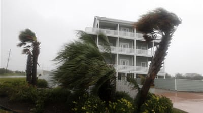 Deaths as hurricane batters US East Coast
