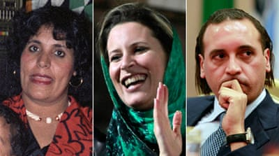 Gaddafi family members flee to Algeria