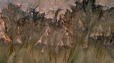 NASA finds signs of 'flowing water on Mars'