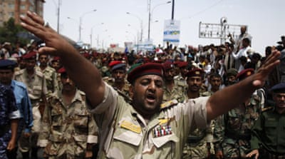 Dissident troops 'protect anti-Saleh protest'