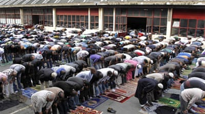 France enacts street prayer ban