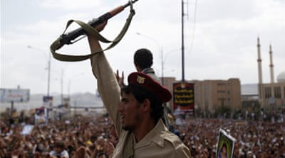 Yemen protesters under 'heavy mortar fire'
